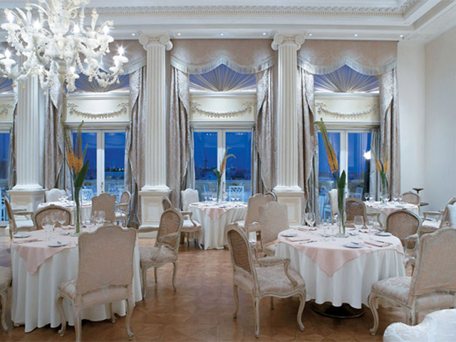 King George Palace: Tudor Hall Restaurant