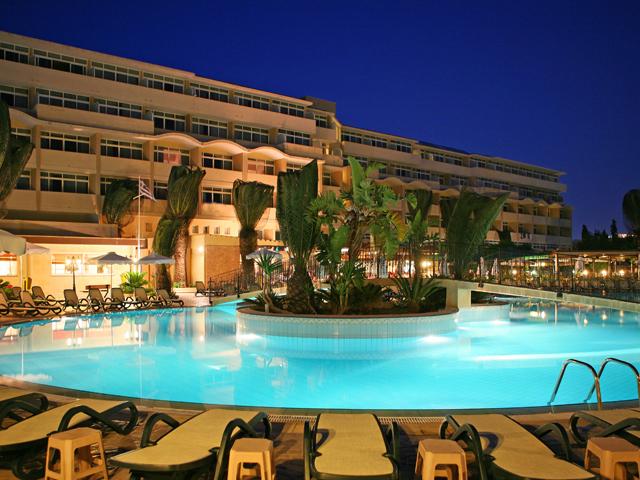 Atlantica Princess Hotel: Night Pool View