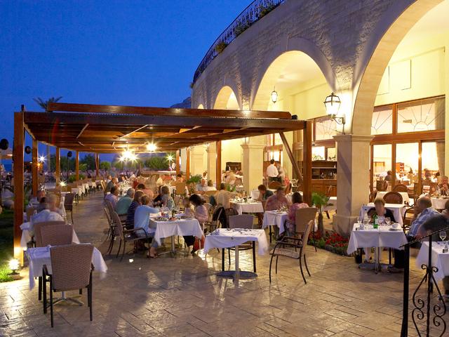 Atlantica Imperial Resort: Outdoor Restaurant