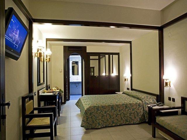 Simantro Beach Hotel:
