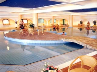 Adams Beach Hotel: Indoor Swimming Pool