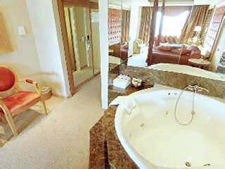 Adams Beach Hotel: Honeymoon Suite