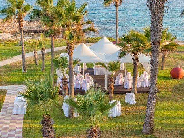 Adams Beach Hotel: