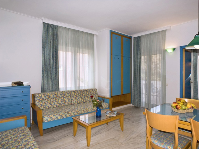 Ilianthos Village Luxury Hotel & Suites: