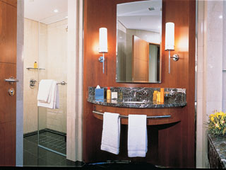 Emirates Towers Hotel: Room - Deluxe / Tower Room