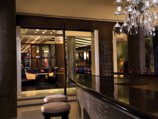 Emirates Towers Hotel: The Rib Room Bar