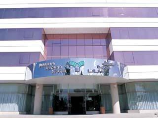 Jumeirah Rotana Hotel: Exterior View