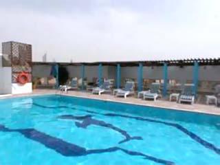 Jumeirah Rotana Hotel: Swimming Pool