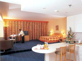 Jumeirah Rotana Hotel: Room