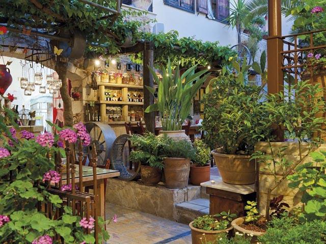 Avli Lounge: