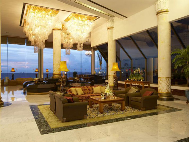 Royal Cliff Wing Suites & Spa: Lobby