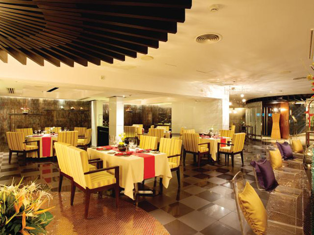Royal Cliff Wing Suites & Spa: Caprice Restaurant
