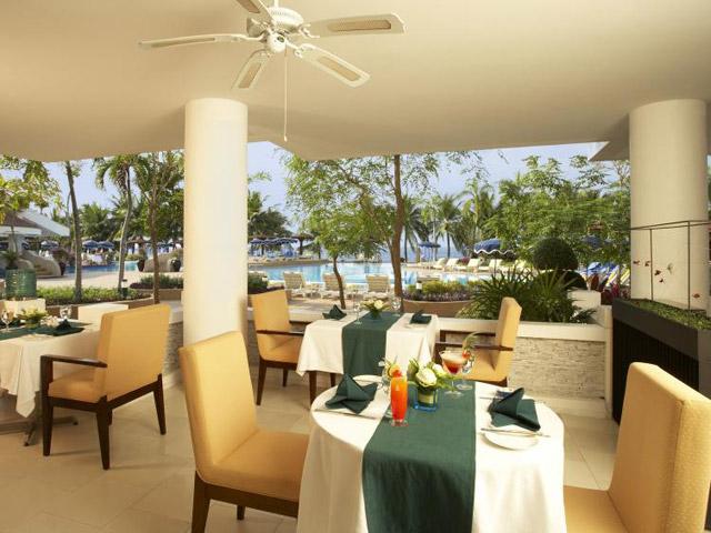 Royal Cliff Wing Suites & Spa: Palm Terrace Restaurant