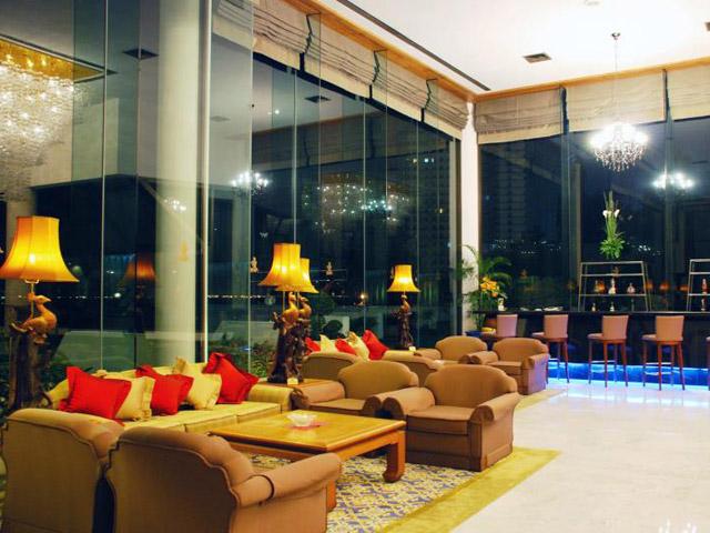 Royal Cliff Wing Suites & Spa: Royal Bar