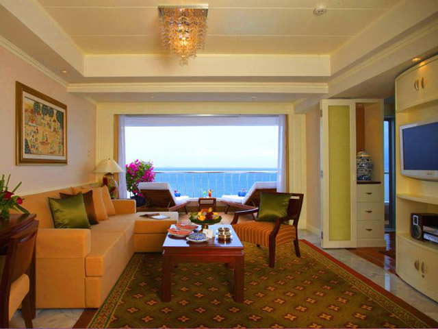 Royal Cliff Wing Suites & Spa: Royal Wing Suite-living room
