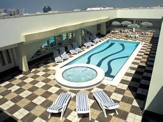 Al Maha Rotana Suites: Swimming Pool