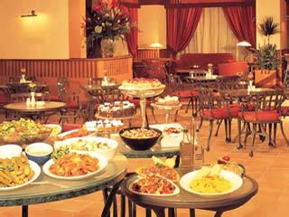 Al Maha Rotana Suites: Restaurant