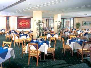 Beach Hotel by Bin Majid Hotels & Resorts: Restaurant