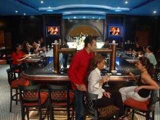 Danat Resort Jebel Dhanna: Bar