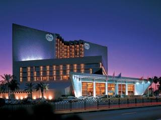 Sheraton Dubai Creek Hotel & Towers: Exterior View