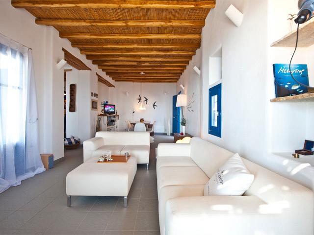 Agnanti Villa: