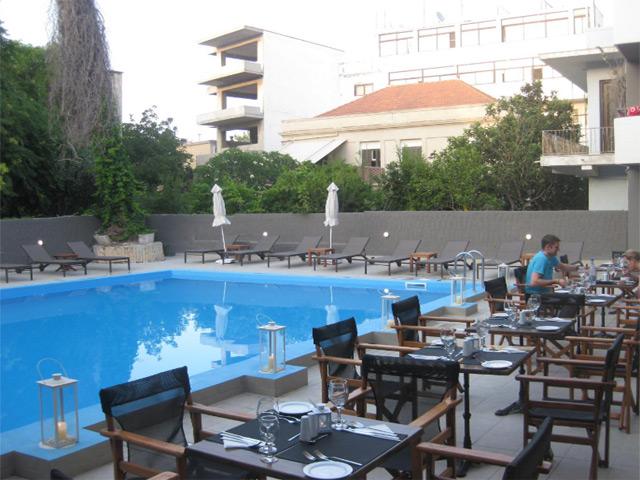 Amphitryon Hotel -