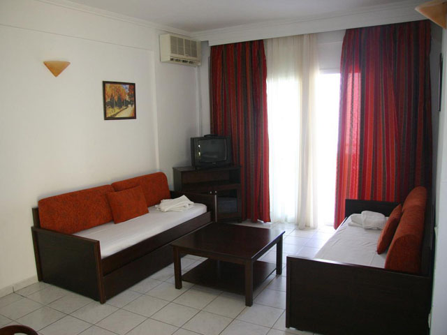 Naias Beach Hotel: