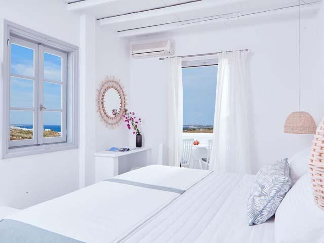 Mr and Mrs White Hotel:
