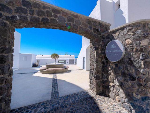 White Harmony Luxury Suites: