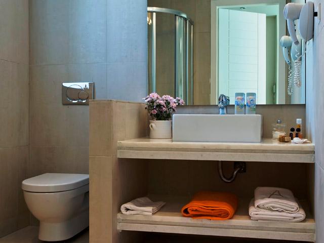 Emelisse Art Hotel: Bathroom