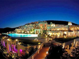 Kempinski Hotel Barbaros Bay: Exterior View at Night