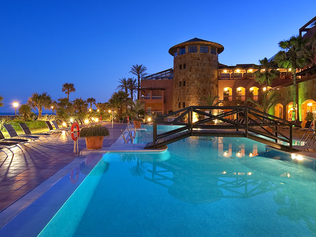 Gran Hotel Elba Estepona & Thalasso Spa: Swimming Pool Night View
