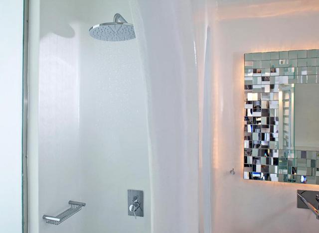 Belvedere Suites Santorini: Bathroom