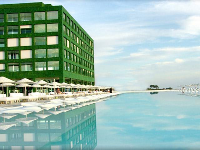 Adam & Eve Hotel: