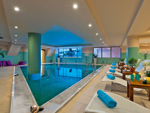Cavo Spada Luxury Resort & Spa: Interior pool