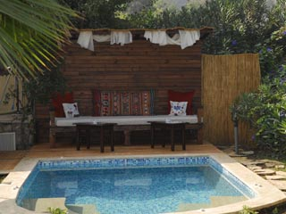 Mandarin Boutique Hotel: The Outdoor Jacuzzi
