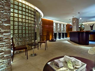 The Westin Dubai Mina Seyahi Beach Resort & Marina: The Westin Dubai Library in the Atrium