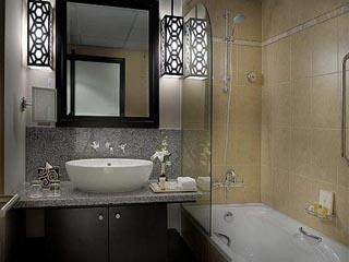 Holiday Inn Dubai - Al Barsha: Guest Bathroom