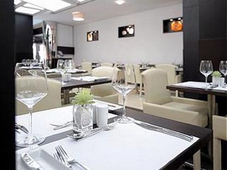 Holiday Inn Dubai - Al Barsha: The Gem Garden, all day dinning restaurant