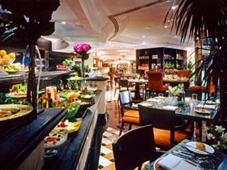 Sheraton Khalidiya Hotel: Downtown Restaurant