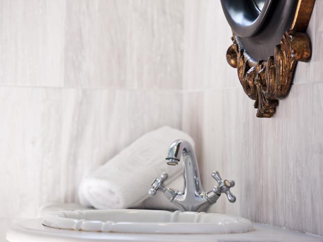 Alesahne Beach Hotel: Bathroom