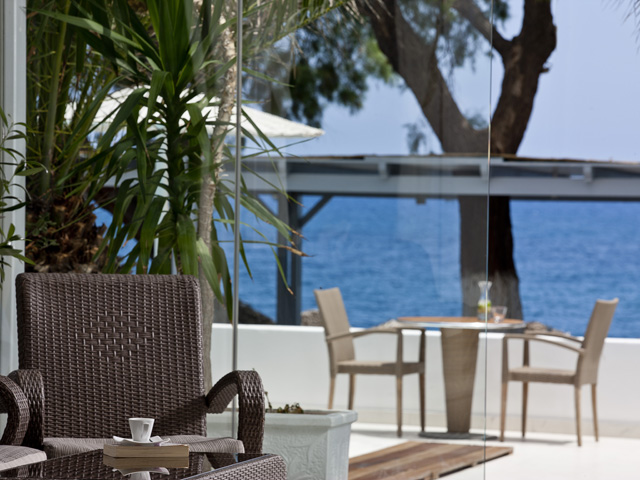 Alesahne Beach Hotel: Veranda