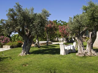 Yria Ktima Luxury Villa: The Gardens