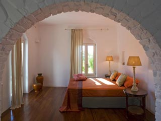 Yria Ktima Luxury Villa: Master Bedroom