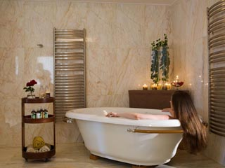 Yria Ktima Luxury Villa: Master Bedroom Bathroom