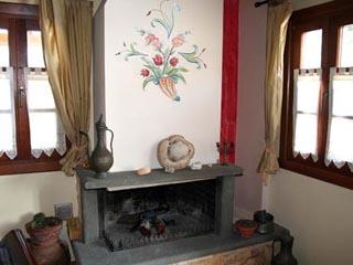 Dovra Hotel: Fireplace