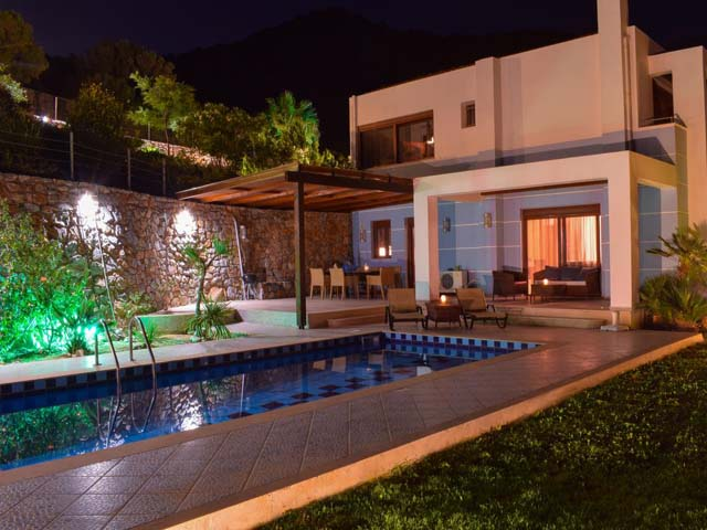 Okeanides Luxury Villas: