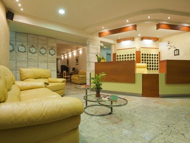 Axos Hotel: