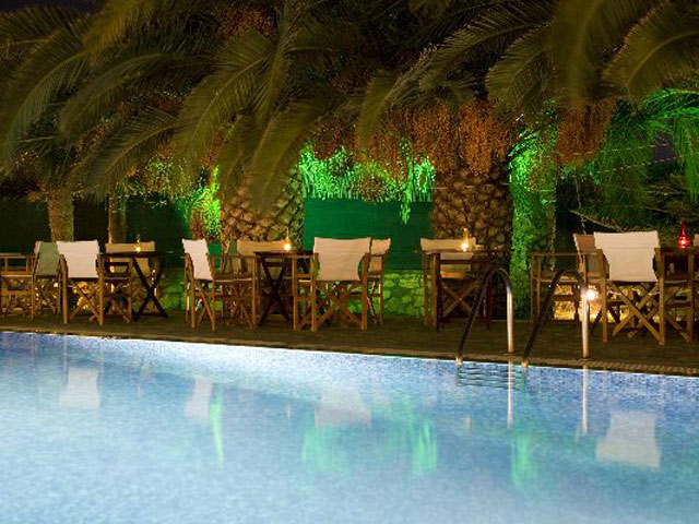 Paros Eden Park Hotel: Pool Night View
