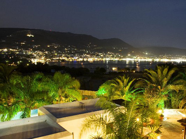 Paros Eden Park Hotel: Night Balcony View